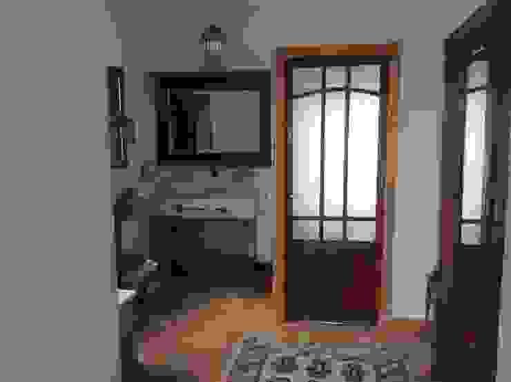 Salle de bain méditerranéenne par Anticuable.com Méditerranéen