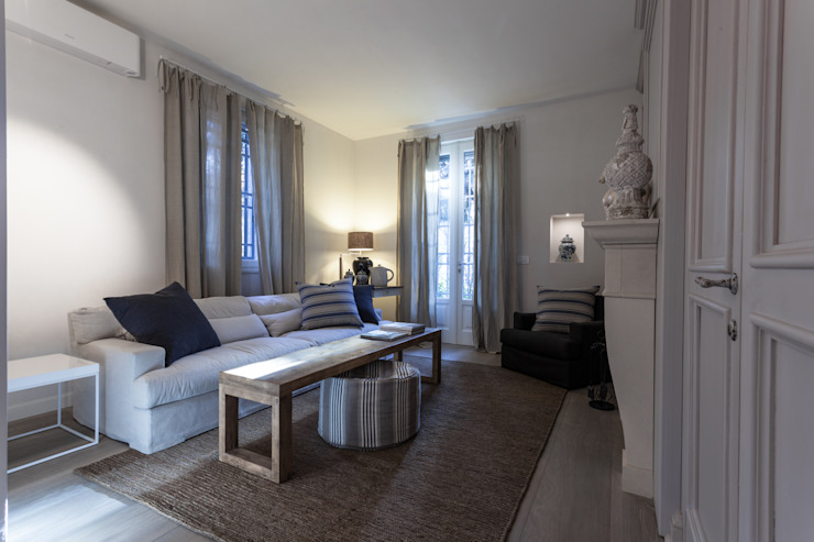 Classic style living room by Lucia Bentivogli Architetto Classic