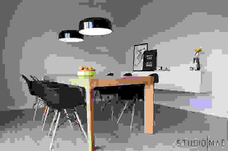 Realizacja projektu salonu z jadalnią w domu jednorodzinnym Eklektyczna jadalnia od STUDIO MAC Eklektyczny