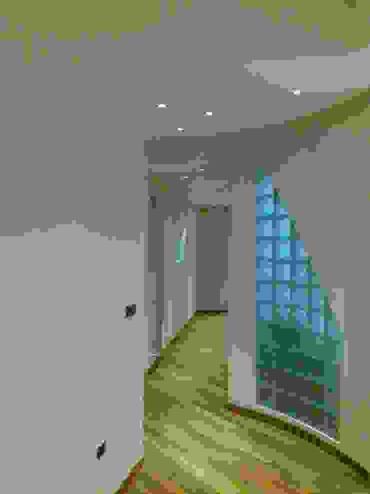 Hành lang, sảnh & cầu thang phong cách hiện đại bởi Architetto del Piano Hiện đại