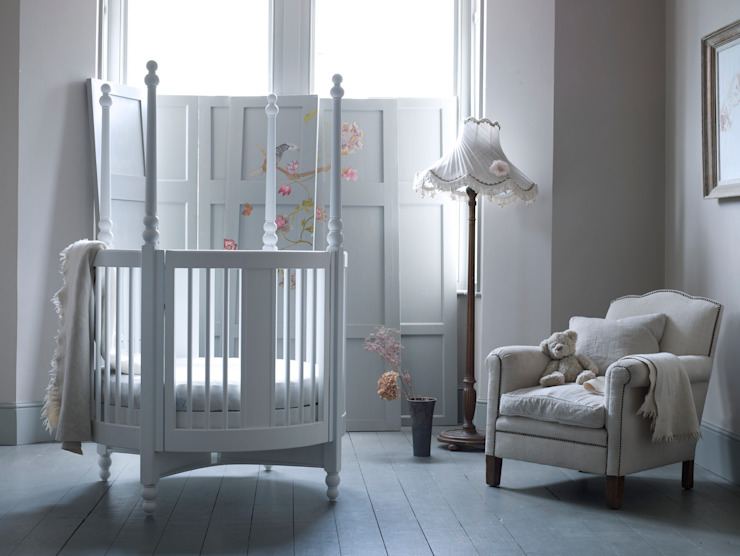 Orpheus Round Cot: classic  by Custard & Crumble, Classic