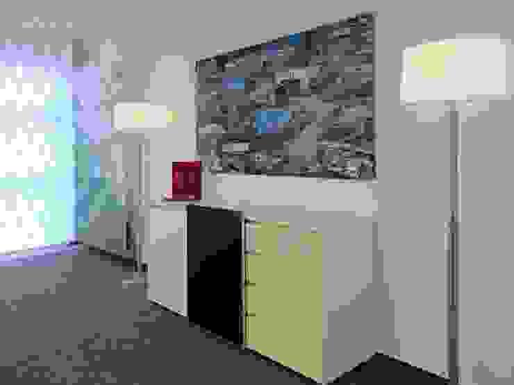 Sideboard im Konferenzraum Moderne Bürogebäude von hansen innenarchitektur materialberatung Modern