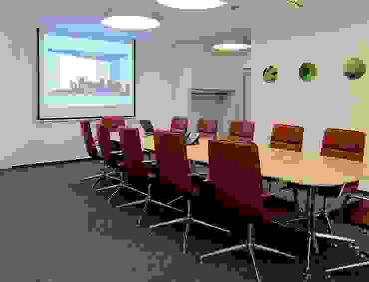 Konferenzraum Moderne Bürogebäude von hansen innenarchitektur materialberatung Modern