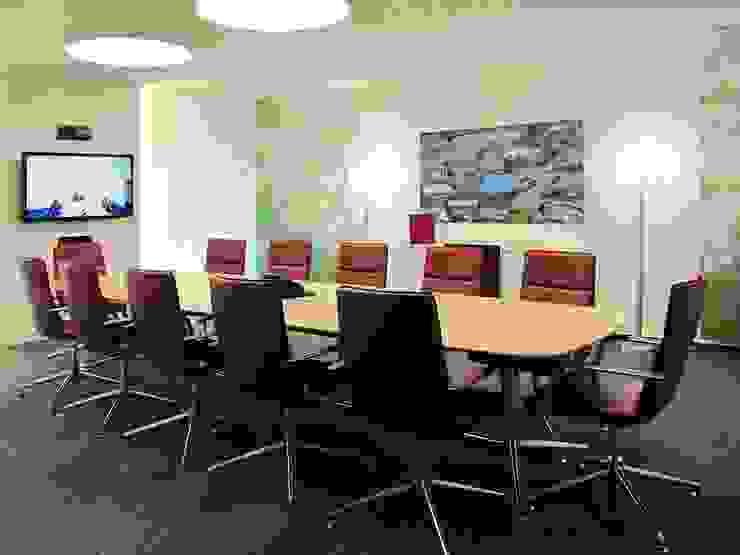 Konferenztisch und TV-Monitor Moderne Bürogebäude von hansen innenarchitektur materialberatung Modern