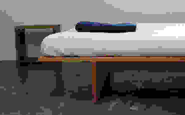 Flat bed: The QUAD woodworks 의 현대 ,모던