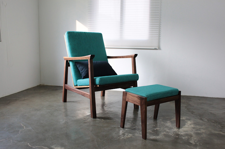 Grip on Armchair: The QUAD woodworks 의 현대 ,모던