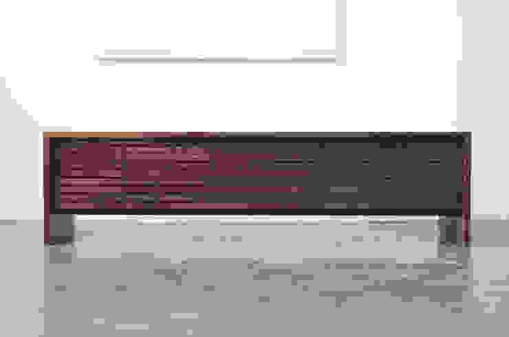 Stripe AV chest: The QUAD woodworks 의 현대 ,모던