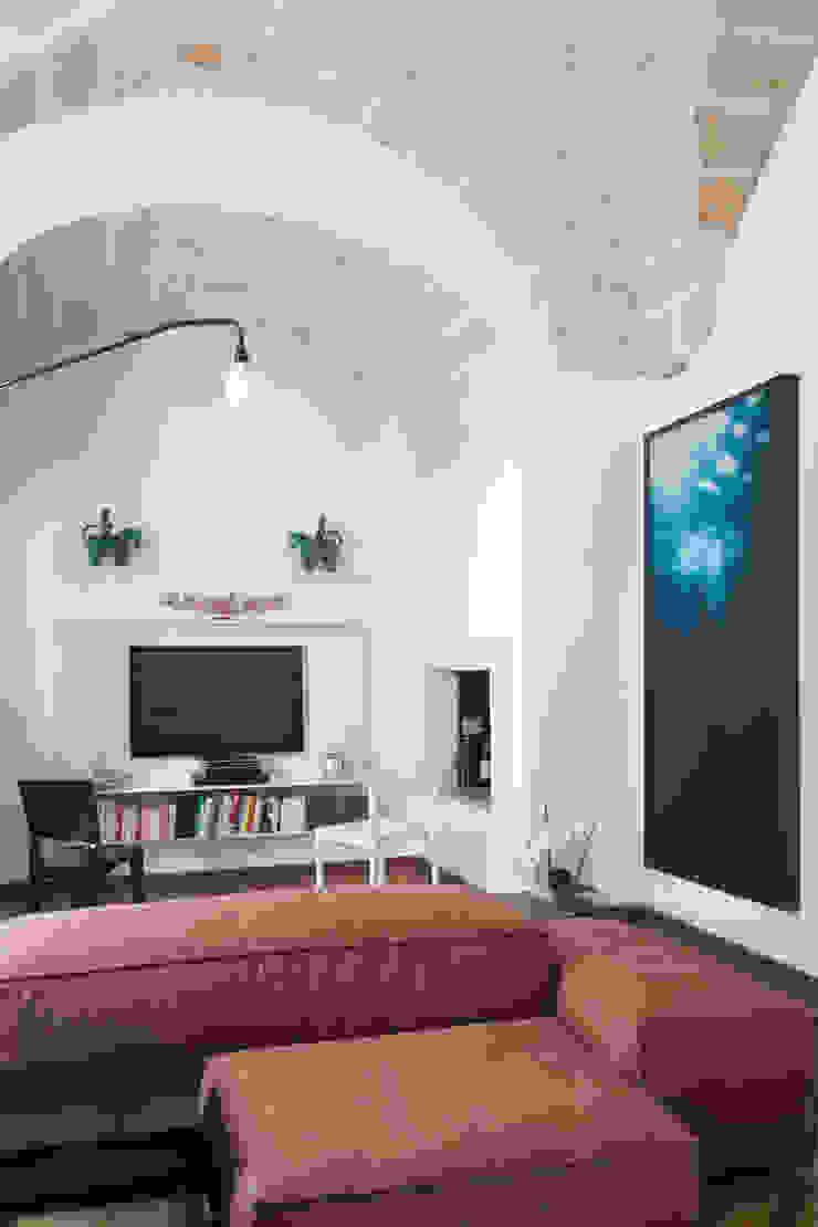 Casa Lecce Sala da pranzo moderna di Tiid Studio Moderno