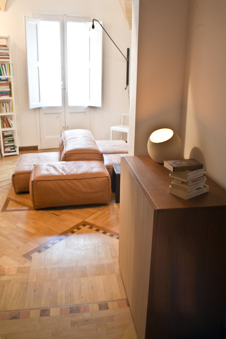Casa Lecce Ingresso, Corridoio & Scale in stile moderno di Tiid Studio Moderno