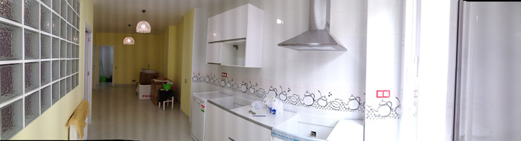 Modern Kitchen by AtelierBas. Arquitectura y Construcción Modern