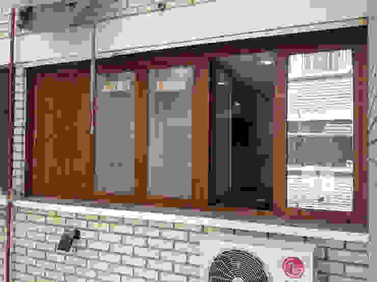 modern  door AtelierBas. Arquitectura y Construcción, Modern
