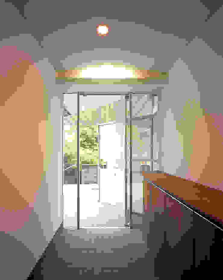 トライアングル・ハウス オリジナルスタイルの 玄関&廊下&階段 の 西島正樹/プライム一級建築士事務所 オリジナル