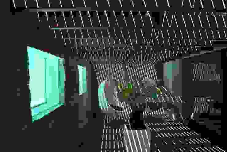 Patio de la luz y el agua Casas modernas de saz arquitectos Moderno
