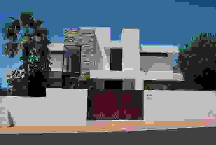 Fachada principal Casas modernas de saz arquitectos Moderno