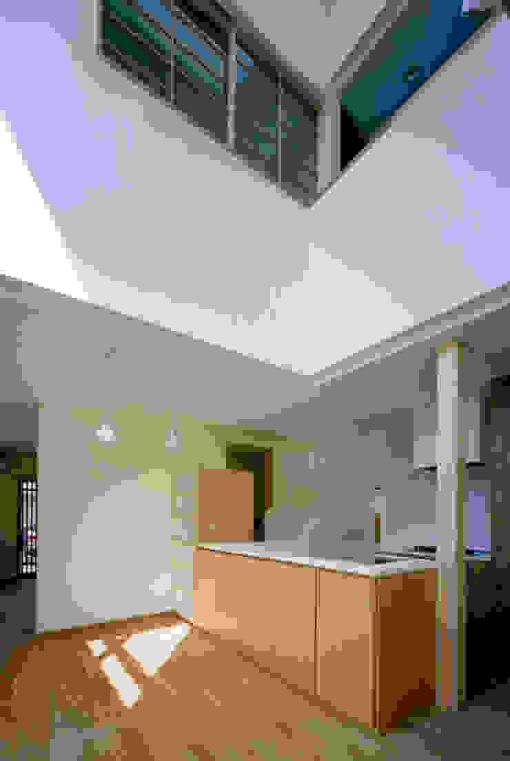 内観 モダンデザインの ダイニング の MOW Architect & Associates モダン