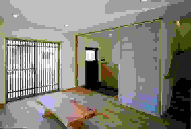 内観 モダンデザインの リビング の MOW Architect & Associates モダン