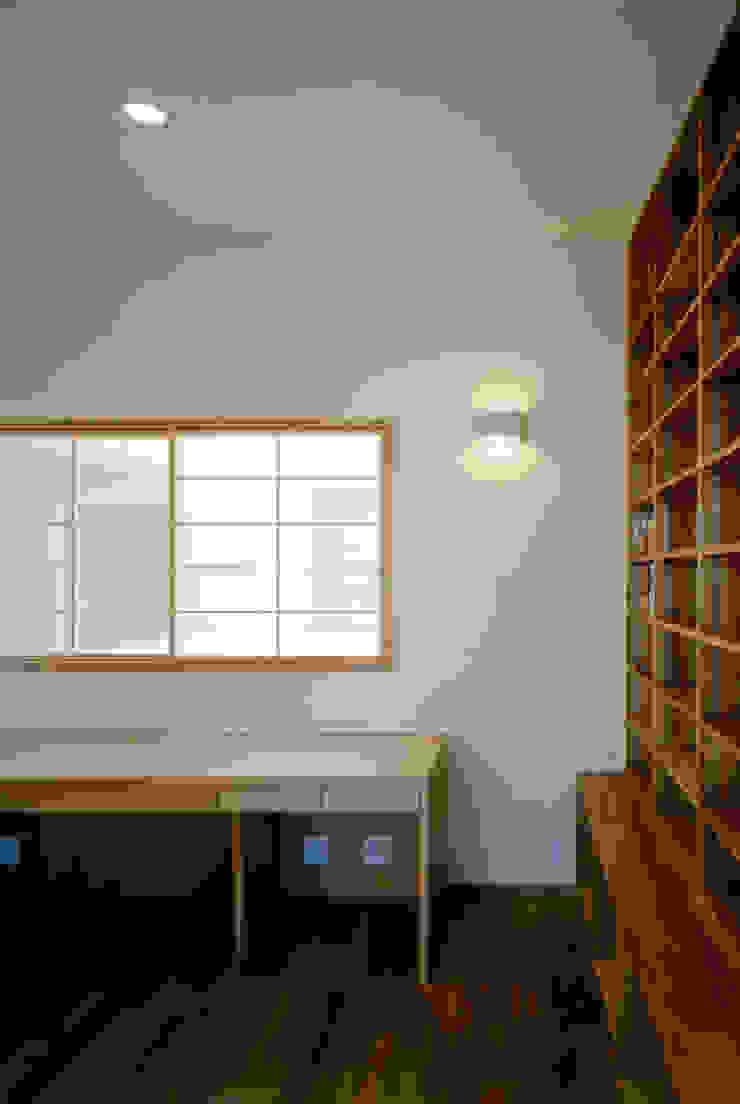 内観 モダンデザインの 多目的室 の MOW Architect & Associates モダン