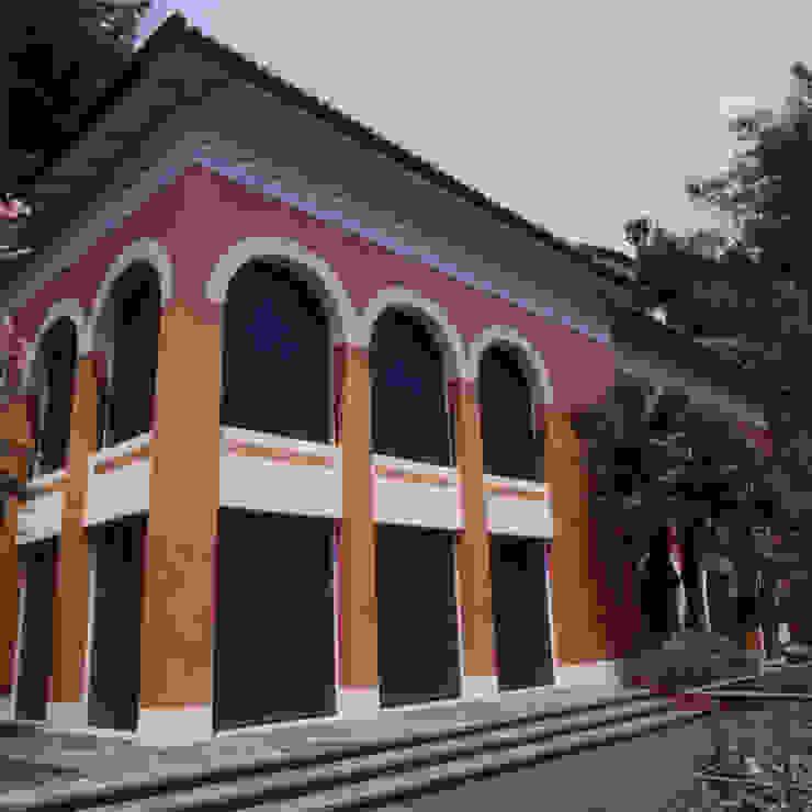 Vista esterna, fronte lago Case classiche di Studio Mingaia Classico
