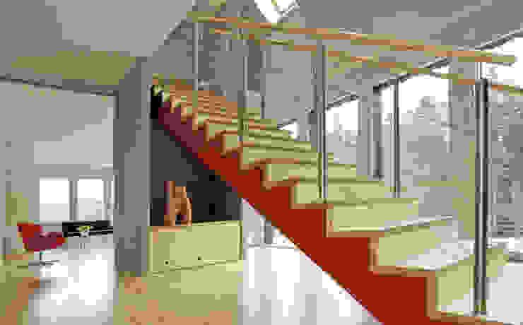 skt umbaukultur Architekten BDA Pasillos, vestíbulos y escaleras modernos