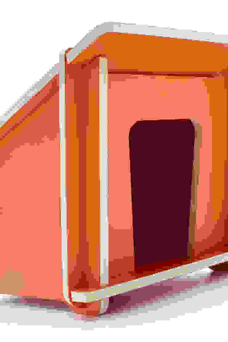 Doghouse_ Design Mood di Design Mood Moderno