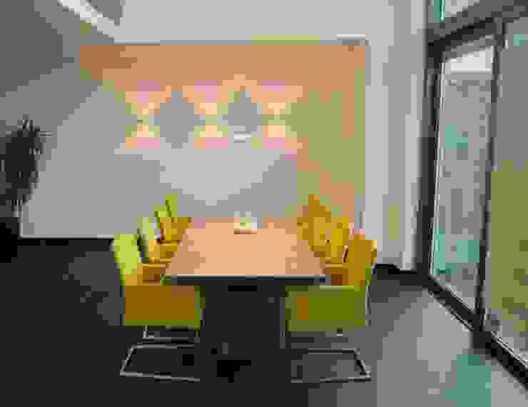 Salas de jantar modernas por Bolz Licht und Wohnen 1946 Moderno