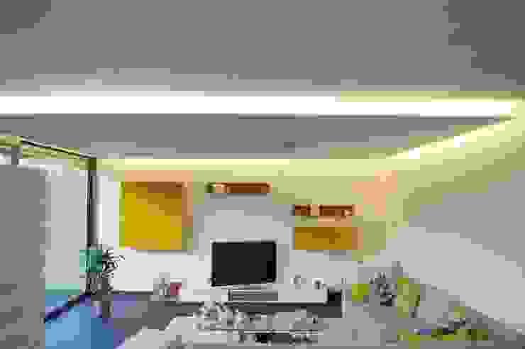 Villa Saarlouis Moderne Wohnzimmer von Bolz Licht und Wohnen 1946 Modern