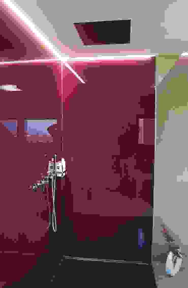 Villa Saarlouis Moderne Badezimmer von Bolz Licht und Wohnen 1946 Modern