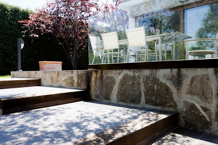 Barandillas Balcones y terrazas de estilo rústico de IPUNTO INTERIORISMO Rústico