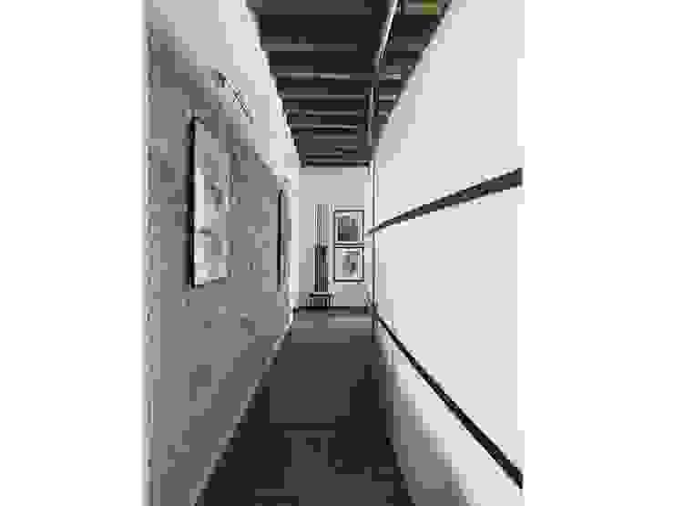 Residenza di campagna Ingresso, Corridoio & Scale in stile eclettico di Studio Maggiore Architettura Eclettico