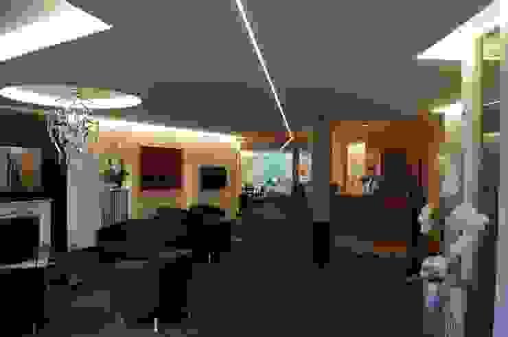 Oficinas y tiendas de estilo moderno de Bolz Licht und Wohnen 1946 Moderno