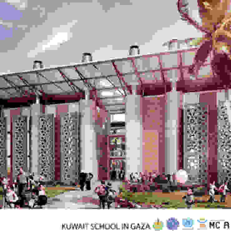 Kuwait School in Gaza, vista sull'esterno Ingresso, Corridoio & Scale in stile moderno di Mario Cucinella Architects Moderno