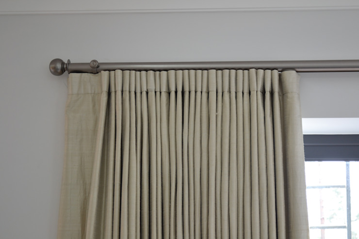 Large Electrically Operated Gunmetal Curtain Pole par International Soft Furnishers Moderne