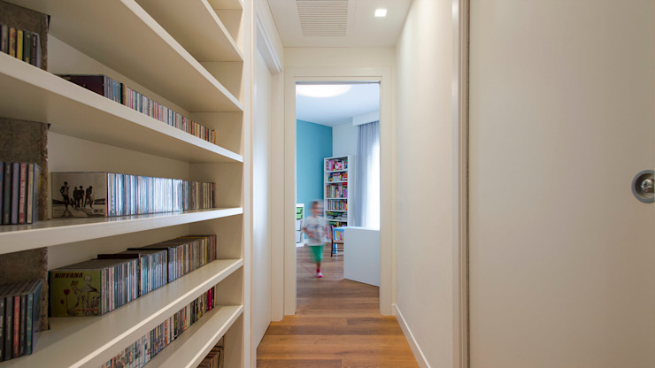Modern Corridor, Hallway and Staircase by Archifacturing Modern