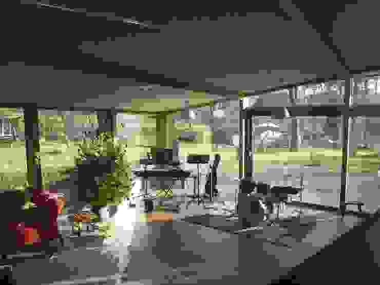 Woonhuis Oosterbeek:  Woonkamer door Frank Loor Architect