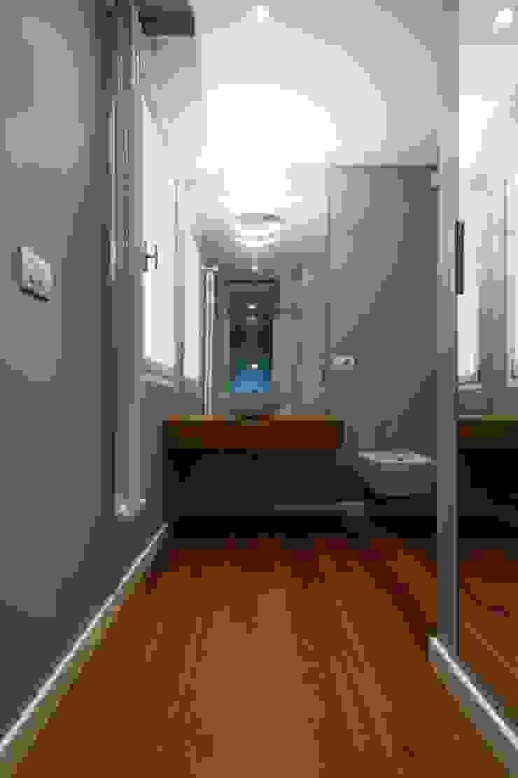Appartamento alla Caffarella – Roma Bagno eclettico di Archifacturing Eclettico