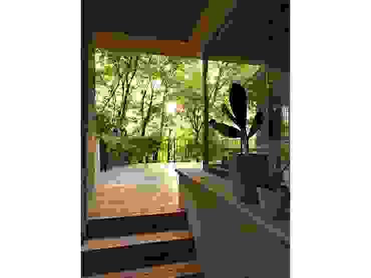 Maison bamboo Ingresso, Corridoio & Scale in stile eclettico di Studio Maggiore Architettura Eclettico