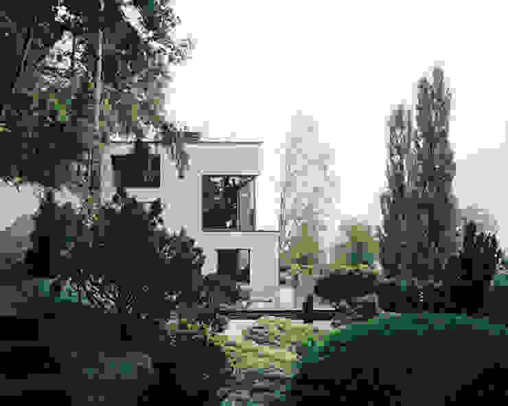 Gartenansicht der Erweiterung Moderne Häuser von Lando Rossmaier Architekten AG Modern