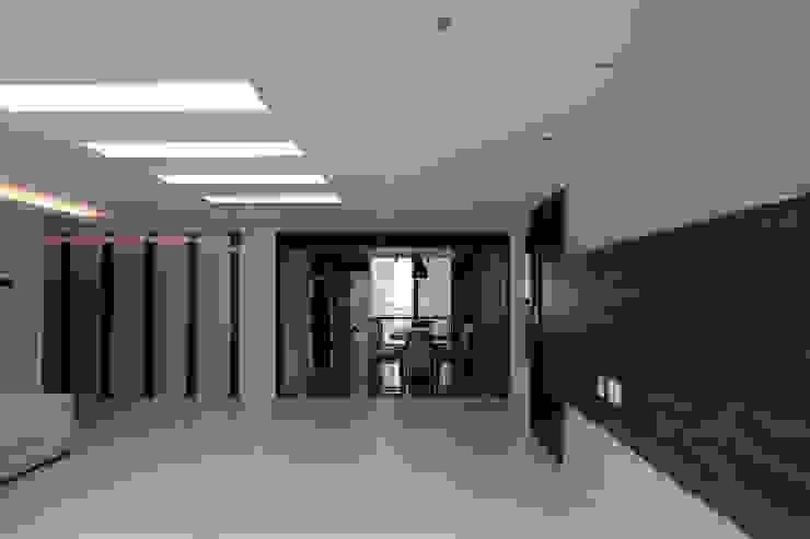 부산 사상구 신주례 LG아파트: 필립인테리어의 현대 ,모던