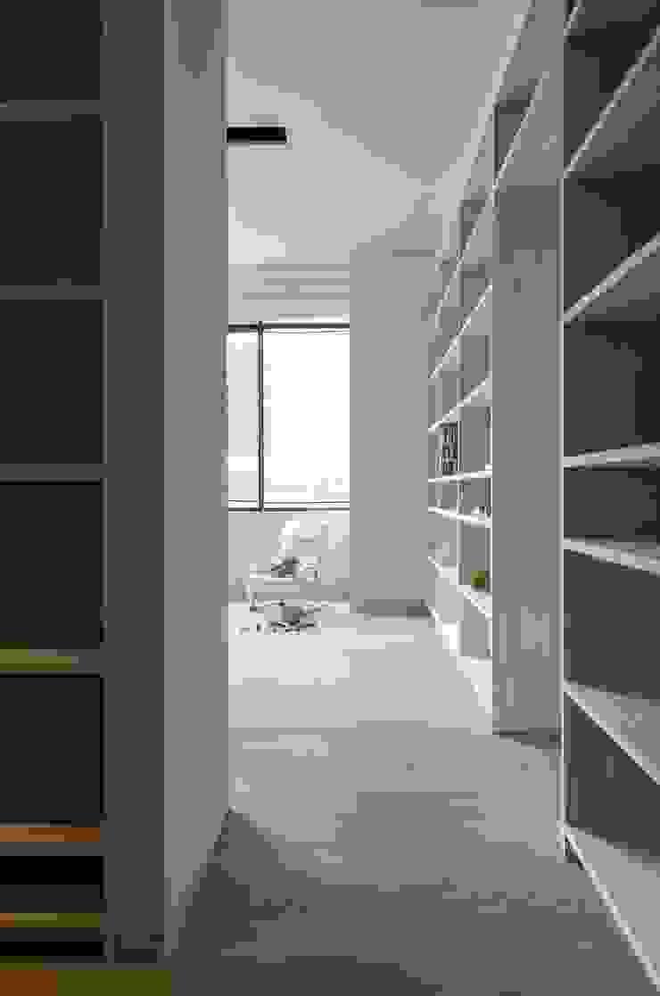 penthouse tn モダンデザインの ドレッシングルーム の 村川美紀建築設計事務所 モダン