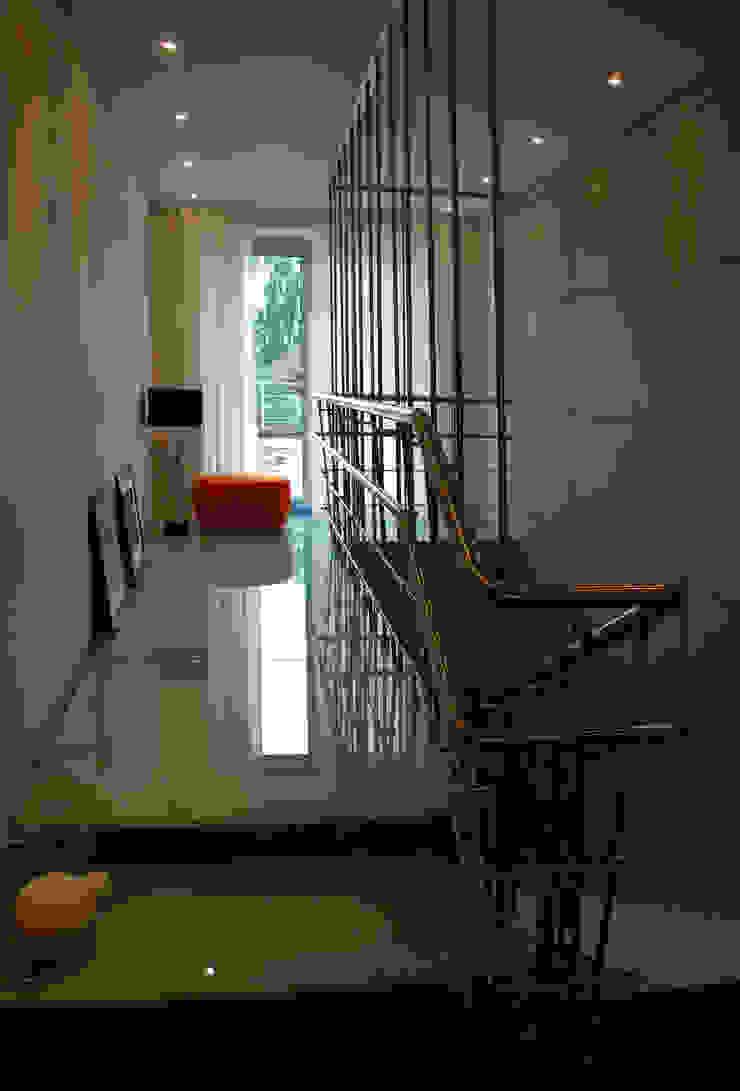 Дом в Ильино Коридор, прихожая и лестница в классическом стиле от Дизайн-студия «ARTof3L» Классический