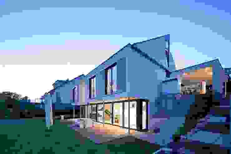 Casas de estilo  por STIEBEL ELTRON GmbH & Co. KG