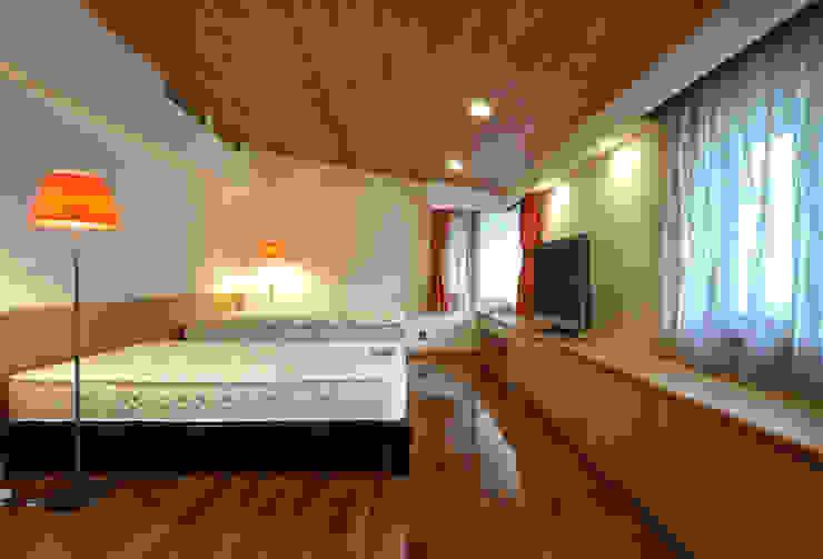 地平線の家 モダンスタイルの寝室 の 片倉隆幸建築研究室 モダン