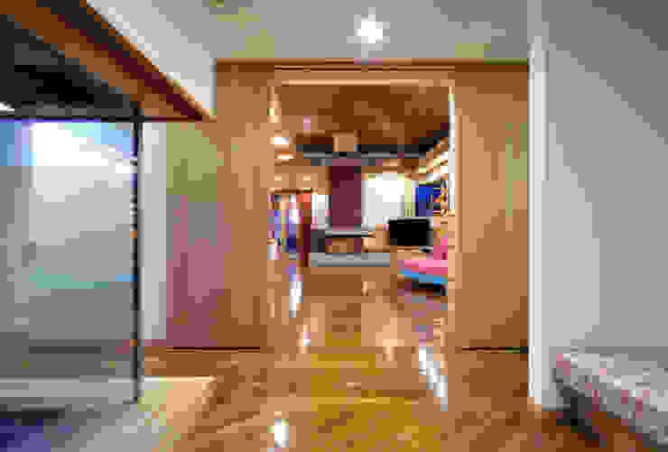 地平線の家 モダンスタイルの 玄関&廊下&階段 の 片倉隆幸建築研究室 モダン