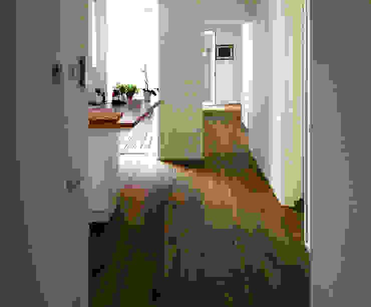 Corridor & hallway by Studio Proarch, Minimalist