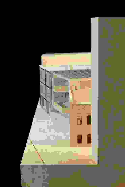 Budynek naprzeciwko Dyrekcji Stoczni Gdańskiej od BEZ CUKRU studio projektowe