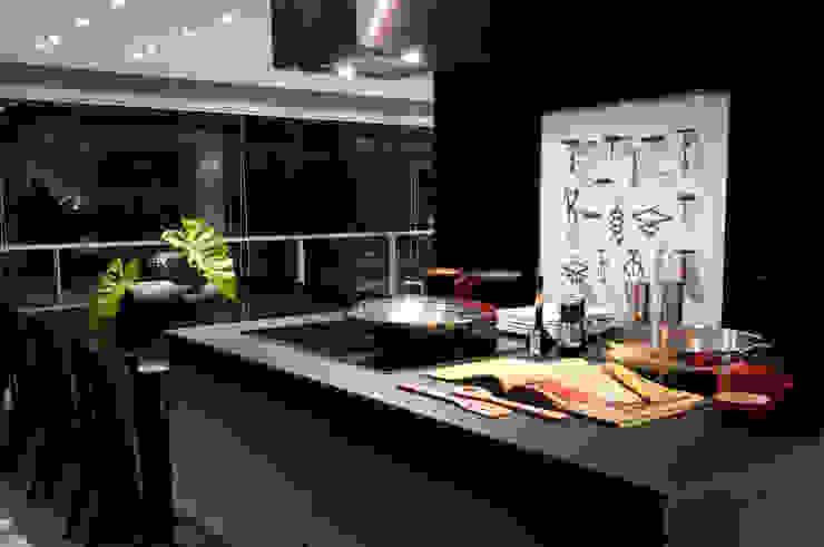 Nowoczesna kuchnia od Consuelo Jorge Arquitetos Nowoczesny