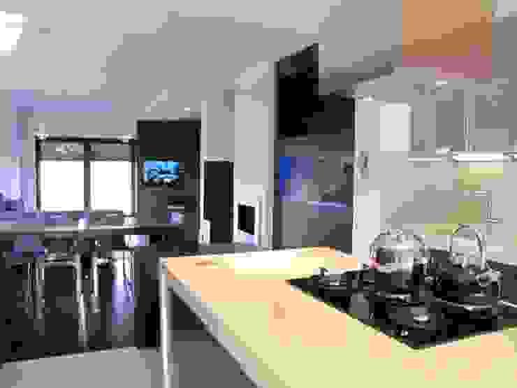 Modern kitchen by Fabryka Wnętrz Modern
