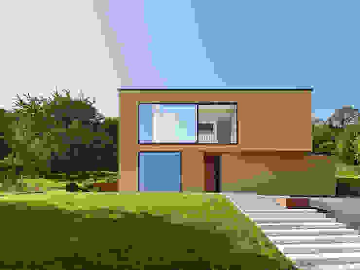 Casas minimalistas por archifaktur Minimalista