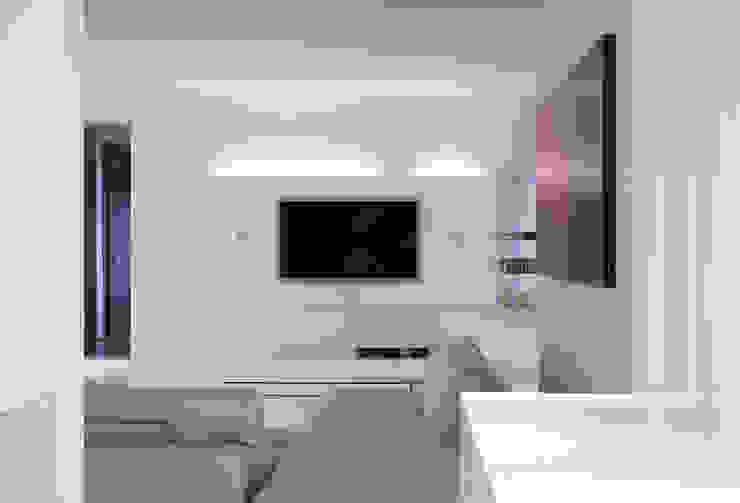 Diagonal Salones de estilo moderno de SOMHI CONSTRUCCIONES y OBRAS Moderno