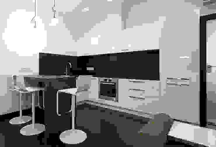 Diagonal Cocinas de estilo moderno de SOMHI CONSTRUCCIONES y OBRAS Moderno